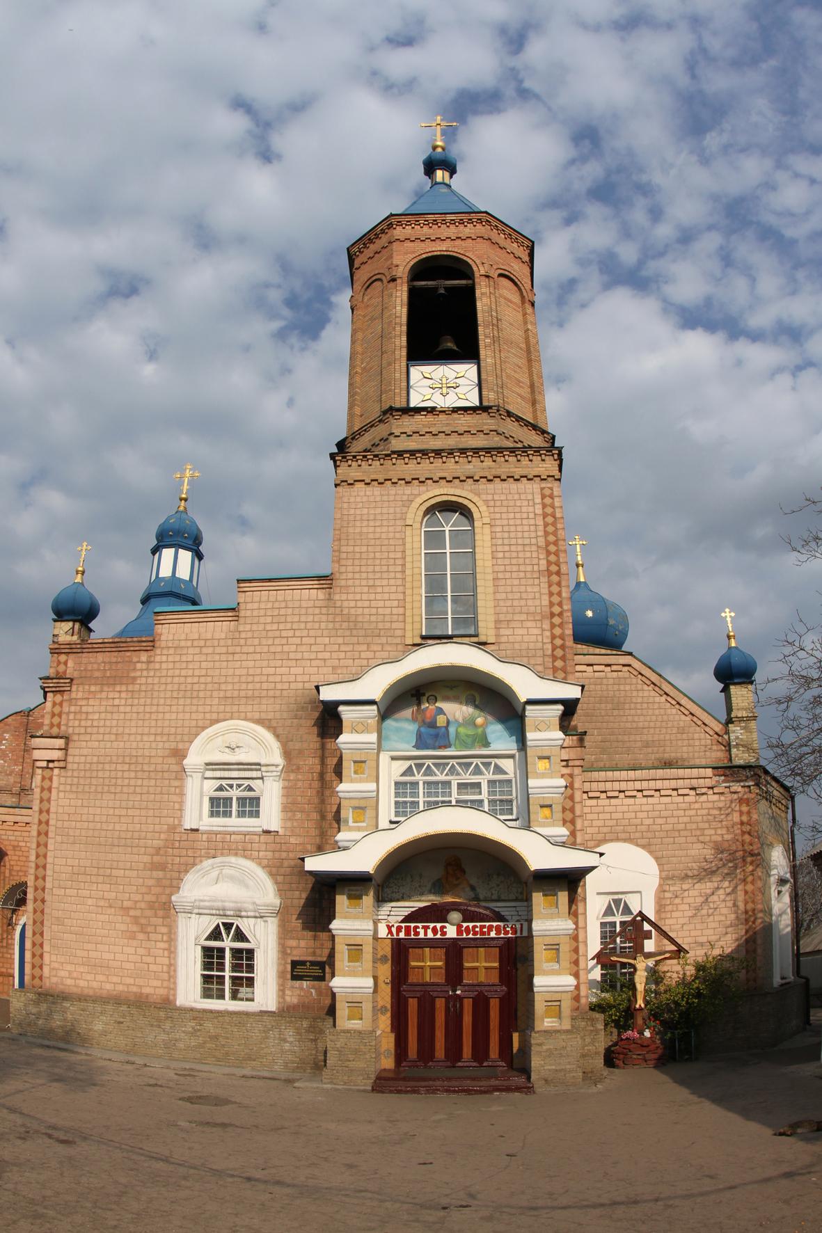 центральный храм города Красный луч